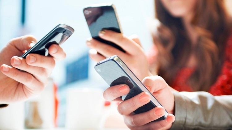 Pengguna smartphone/Foto ilustrasi/Istimewa/Nusantaranews