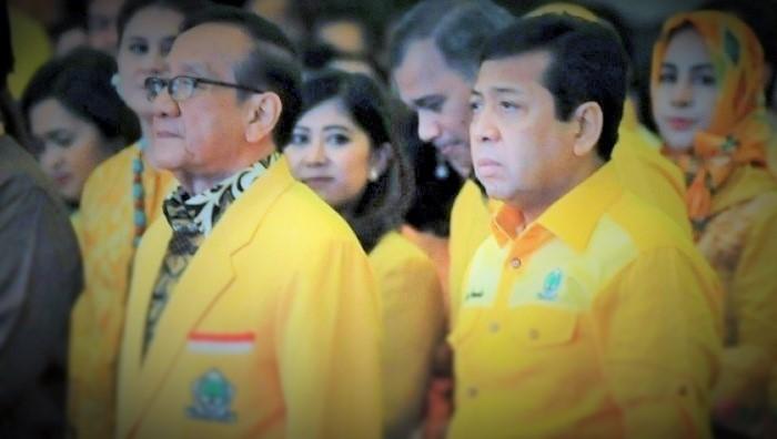 Politisi Senir Partai Golkar Akbar Tandjung dan Tersangka Korupsi e-KTP Setya Novanto. Foto: Istimewa/NusantaraNews.co