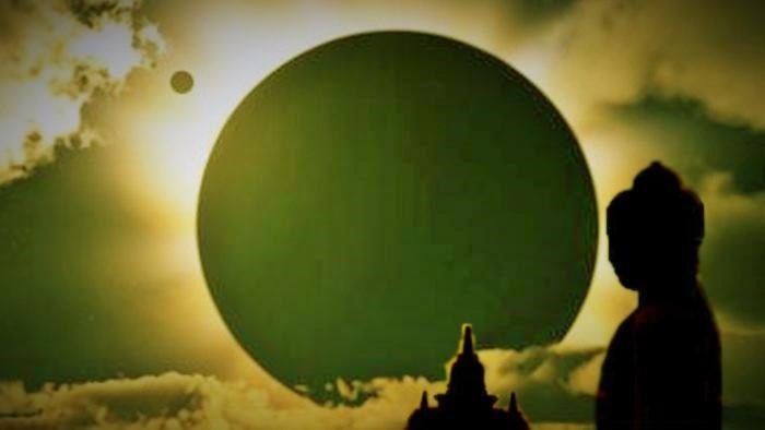 Proses Gerhana Bulan nampak dari Candi Borobudur. Foto Ilustrasi: Istimewa