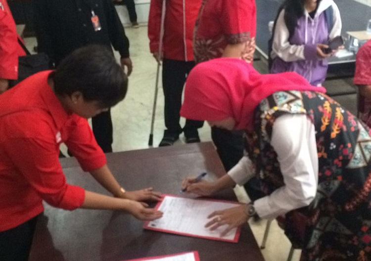 Puput Tantriana Sari dan Timbul Prihanjoko (HaTi) Daftar dari PDIP/Foto Yudi/Nusantaranews