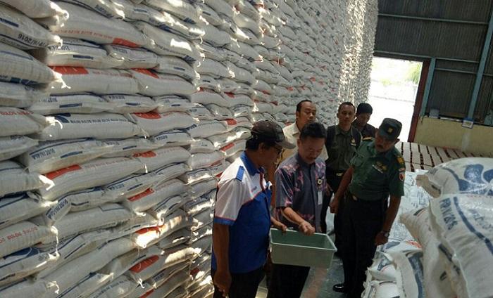 Kementan Cek Optimalisasi Target Serapan Gabah di Kodim Trenggalek. Foto Djaidi/Feri/ NusantaraNews.co
