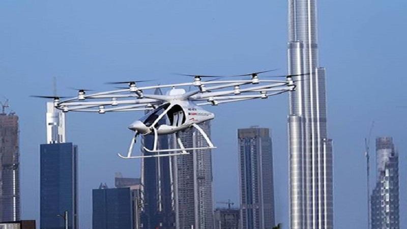 Sebuah taksi pesawat tak berawak yang dikembangkan perusahaan kedirgantaraan raksasa Jerman, Volocopter diujicobakan di Dubai. (Foto: AFP)