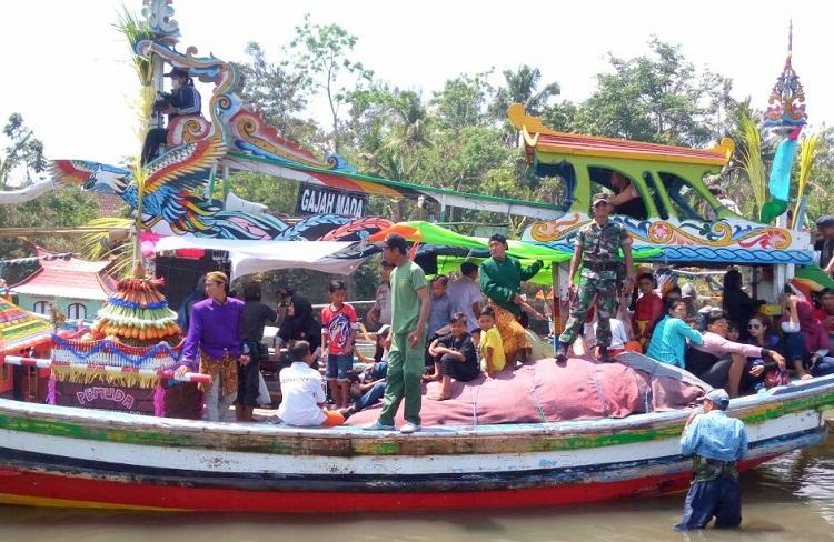 Tradisi Ngelarung Petik Laut. (Foto Dok. Pribadi/Nusantaranews)
