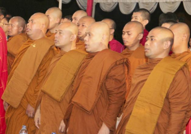 Umat Budha, Waisak 2557 bersama Keluarga Buddhayana Indonesia di Candi Sewu/Foto Dok. Ditjen Bimas Budha/Nusantaranews