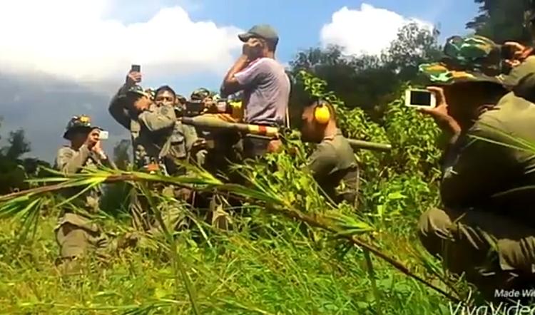 Viral Brimob latihan menggunakan Rudal Peluncur Granat (RPG). (Foto Crop/Istimewa/Nusantaranews)