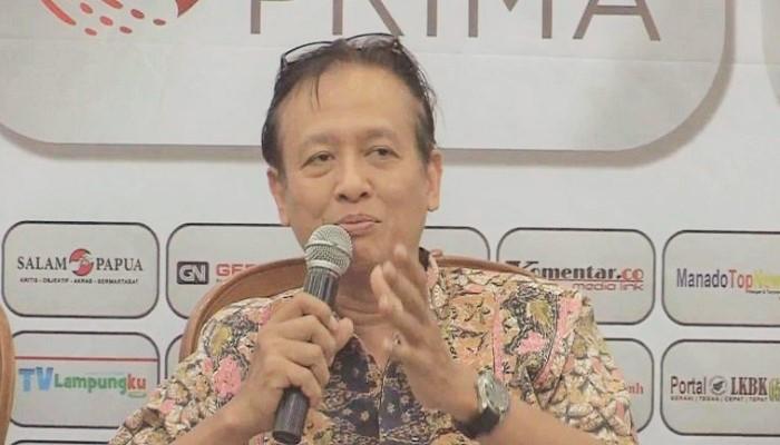 Staf Khusus Menteri Kominfo Prof. Dr. Henri Subiakto saat jadi pembicara dalam diskusi bertema 'Teknologi Digital dan Cyber Crime dalam Media Online' yang diselenggarakan oleh Ikatan Wartawan Online (IWO) di Hotel Puri Mega, Jakarta Pusat, Sabtu (9/9/2017). (Foto: Istimewa)