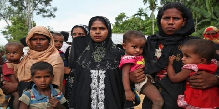 Muslim Rohingya mengungsi di Bangladesh menyusul kekerasan dari militer Myanmar. Foto: (Mushfiqul Alam/Associated Press)