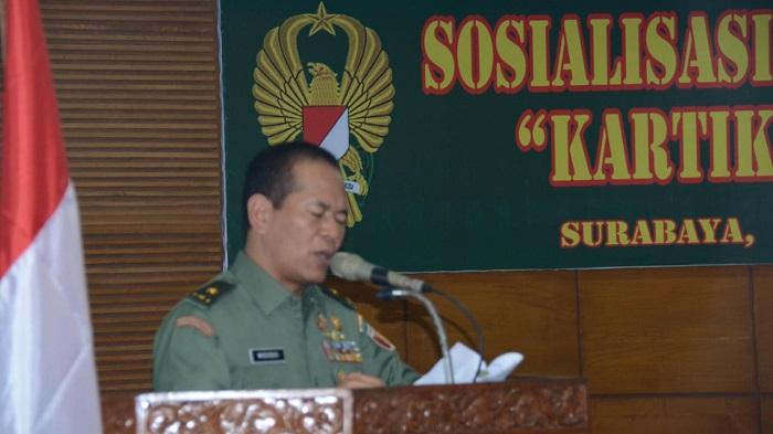 Kepala Staf Kodam (Kasdam) V/Brawijaya, Brigjen TNI Widodo Iryansyah saat mensosialisasikan Kartika Eka Paksi kepada seluruh prajurit. Foto Sinthu/Aut/ NusantaraNews