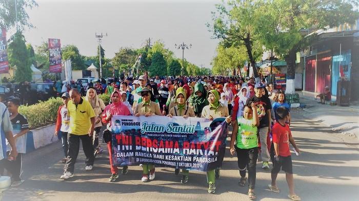 Jalan santai Pancasila Sakti dalam rangka peringatan Hari Kesaktian Pancasila, Minggu (1/10/2017) pagi. Foto Muh Nurcholis/ NusantaraNews