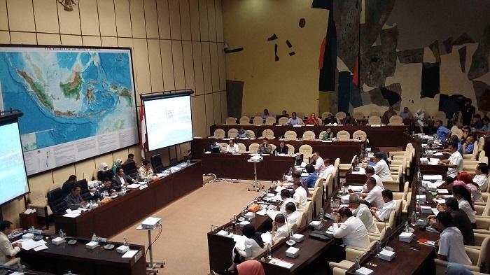 Komisi II DPR RI menggelar rapat pembahasan dengan Kemkominfo mengenai Perppu Ormas. Foto Ucok Al Ayubby/ NusantaraNews