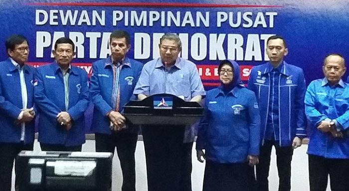 SBY menyampaikan sikap terkait UU Ormas di Kantor DPP Partai Demokrat, Jl. Proklamasi, Jakarta Pusat, Senin (30/10/2017). Foto Ucok Al Ayubbi/ NusantaraNews
