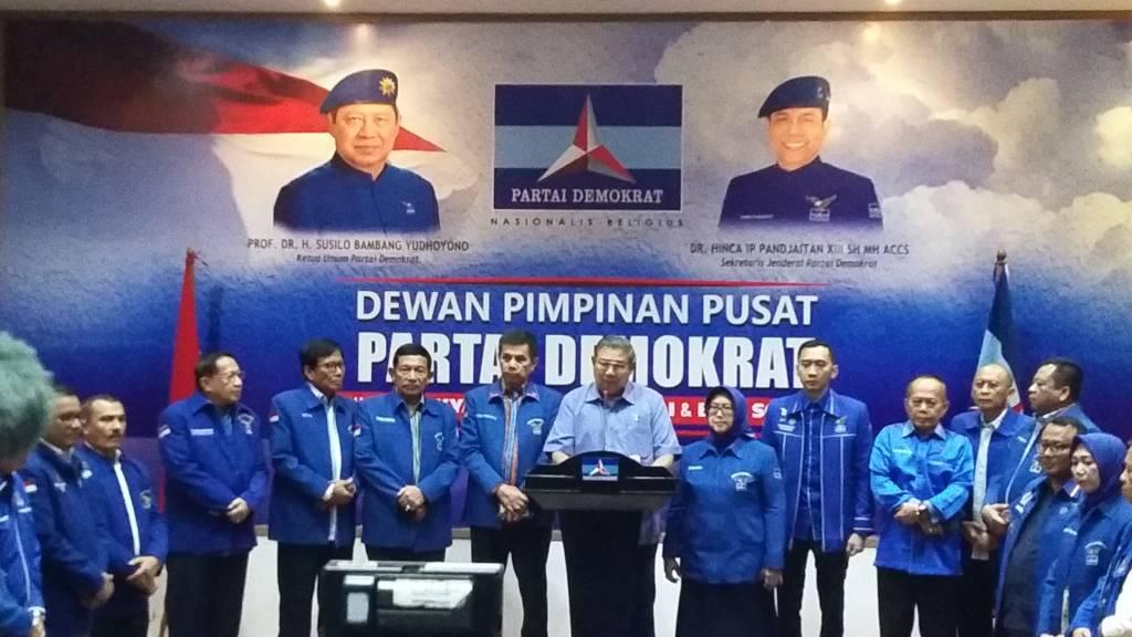SBY menyampaikan sikap terkait UU Ormas di Kantor DPP Partai Demokrat, Jl. Proklamasi, Jakarta Pusat, Senin (30/10/2017). (Foto: Ucok Al Ayubbi)