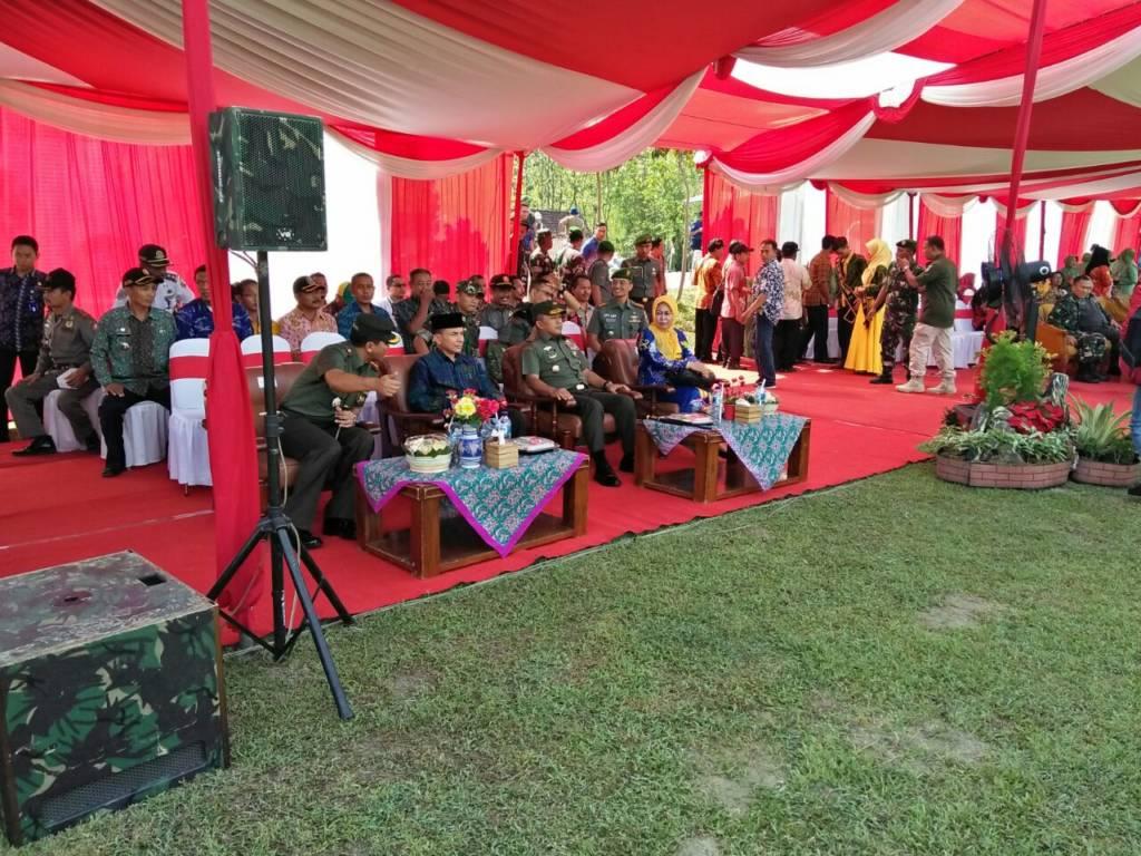 Penutupan program Tentara Manunggal Membangun Desa (TMMD) ke-100 Kodam V/Brawijaya pada Kamis 26 Oktober 2017. (Foto: Dok. Penrem/Istimewa)