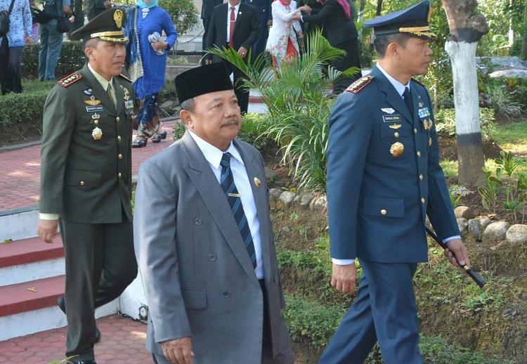 Bupati Madiun Muhtarom (Foto: Rantelino/Nusantaranews)