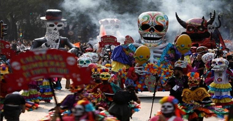 Day of Dead, adalah parade Hari Kematian yang merupakan tradisi beabad usianya di masyarakat Meksiko. (Foto: Reuters)