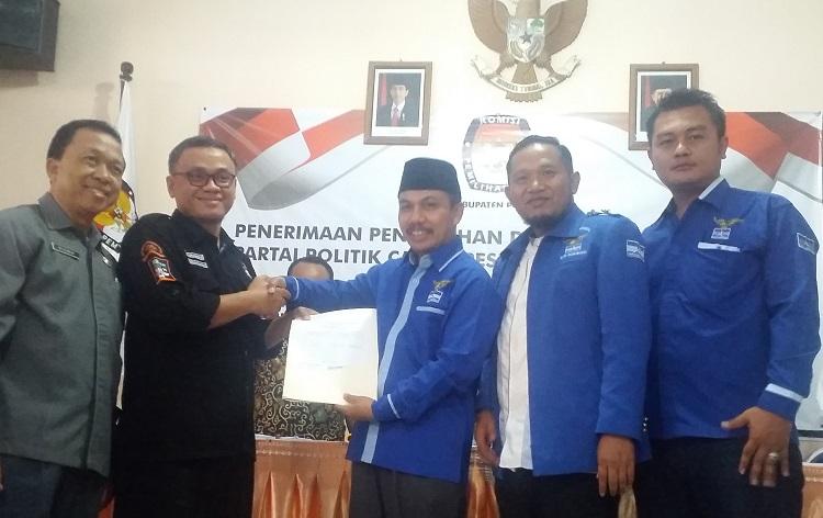 Demokrat Ponorogo daftar ke KPU (Foto: Nurcholis/Nusantaranews)