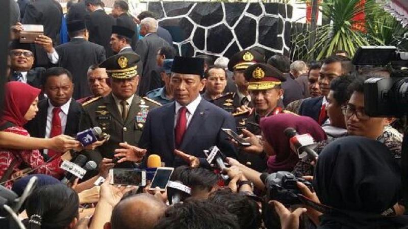 Menteri Koordinator bidang Politik Hukum dan Keamanan, Wiranto memastikan keamanan nasional tidak terganggu dengan adanya masalah impor senjata api untuk Kepolisian Republik Indonesia. (Foto: Istimewa/NusantaraNews)