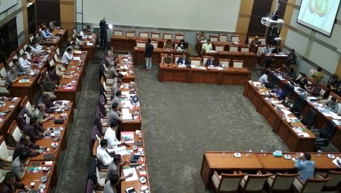 Komisi III DPR RI menggelar rapat kerja dengan institusi kepolisian. Foto Ucok Al Ayubby/ NusantaraNews