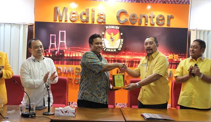 Lengkapi Peserta Pemilu 2019, Golkar Jatim Daftar Ke KPU Jatim. Foto Tri Wahyudi/ NusantaraNews