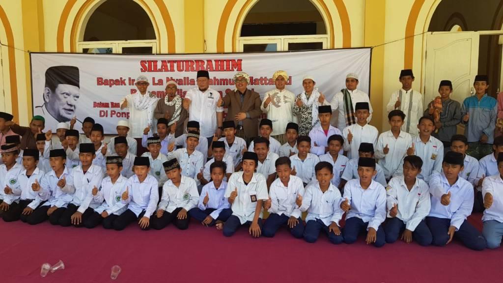 Bacagub Jatim, La Nyalla Mahmud Mattalitti Diklat Wirausaha Muda Mandiri Berbasis Pesantren di Ponpes Darussalam, Kecamatan Omben, Kabupaten Sampang, Senin (23/10/2017). (Foto: Tri Wahyudi/NusanatarNews)
