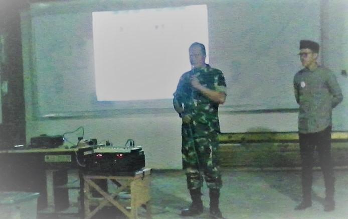 Sambutan Wakil Komandan Rayon Militer Matraman Kapten TNI AD Edy Moeldoko sebelum Nobar Film G30S/PKI di markas GL Pro 08 di bilangan utan kayu, Jakarta Timur, Sabtu (29/9/2017) malam. Foto IGD/ NusantaraNews