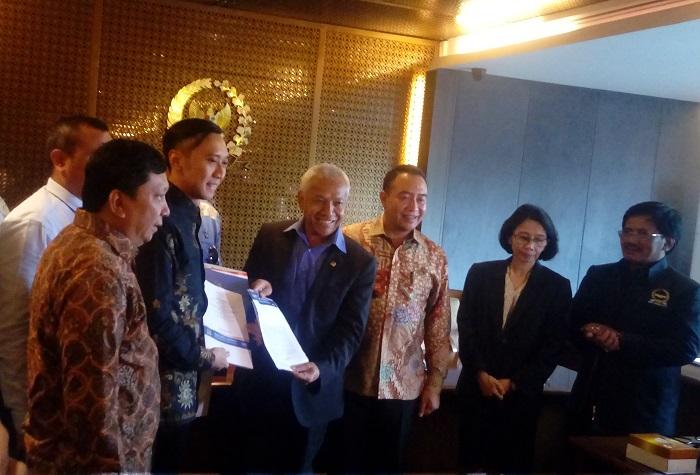 Ibas serahkan salinan revisi UU Ormas ke DPR (Foto Andika/Nusantaranews)