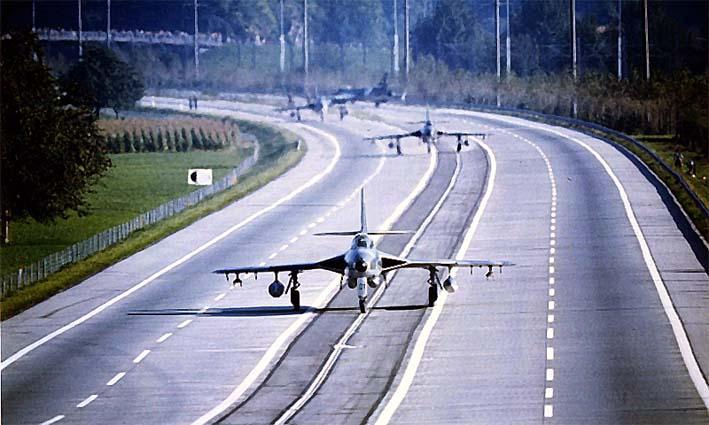 Ilustrasi Pendaratan Pesawat Tempur di Jalan Raya/foto aircraftnut.blogspot.co.id