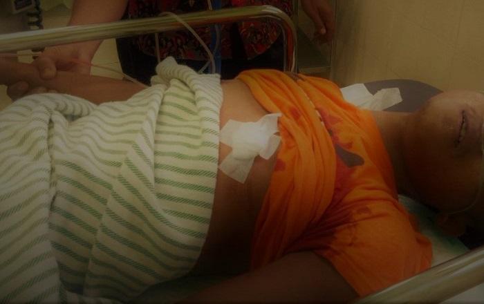 Jenazah dibawa ke rumah sakit (Foto Mahdi)
