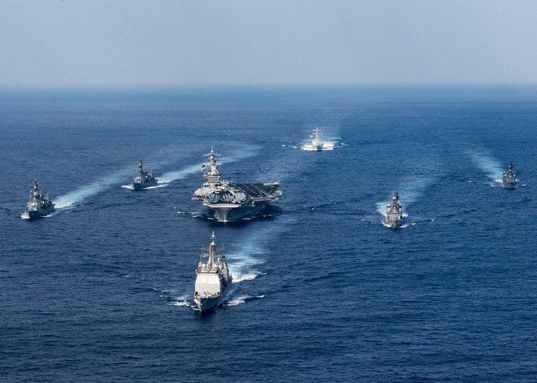 Kapal induk Angkatan Laut Amerika Serikat bergerak menuju Semenanjung Korea. (Foto: Matt Brown/U.S. Navy)