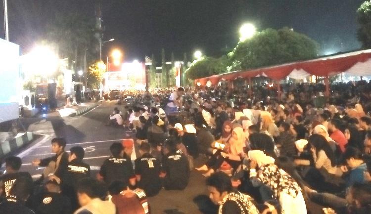 Keramaian Nobar Film G30S/PKI di Alun-Alun Jember (Foto: Sis/Nusantaranews)
