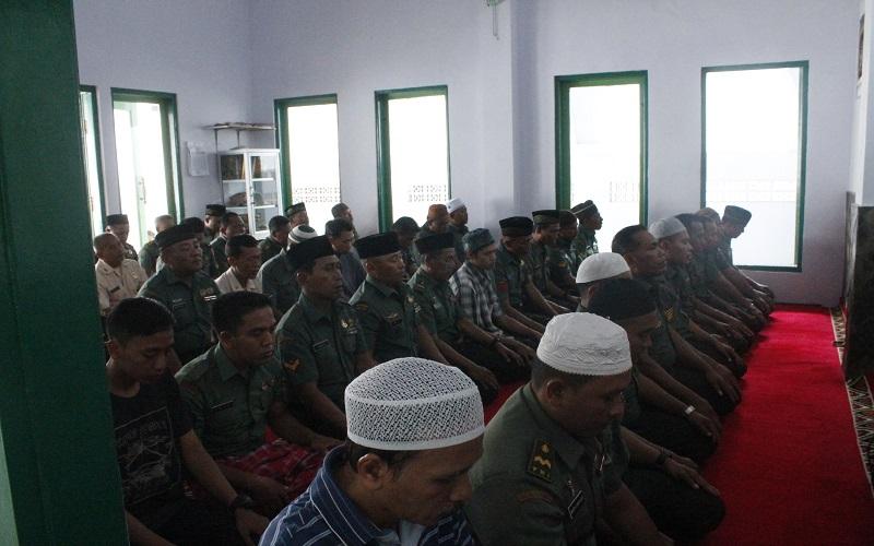 Kodim 0824 Jember gelar doa bersama dalam rangka HUT TNI ke-72 tahun 2017. (Foto: Sis/Istimewa)