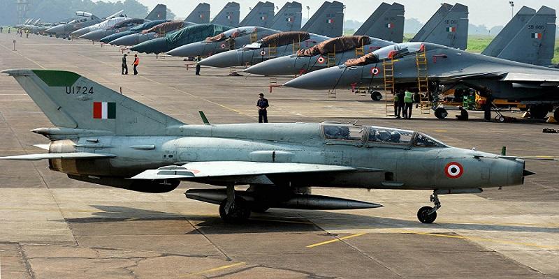 Jet tempur andalan Angkatan Udara India (IAF) selama bertahun-tahun, MiG-21 buatan Rusia. 3 pilot wanita India siap mengoperasikannya. (Foto: AFP)