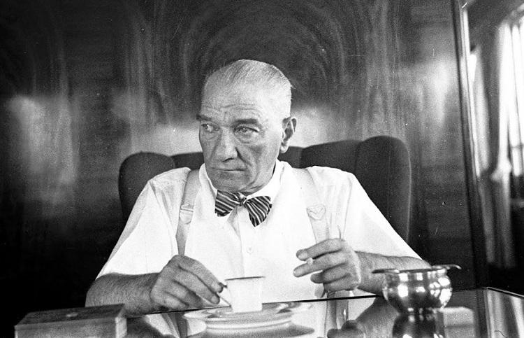 Kemal Atatürk, Antara Obsesi dan Gagap Budaya