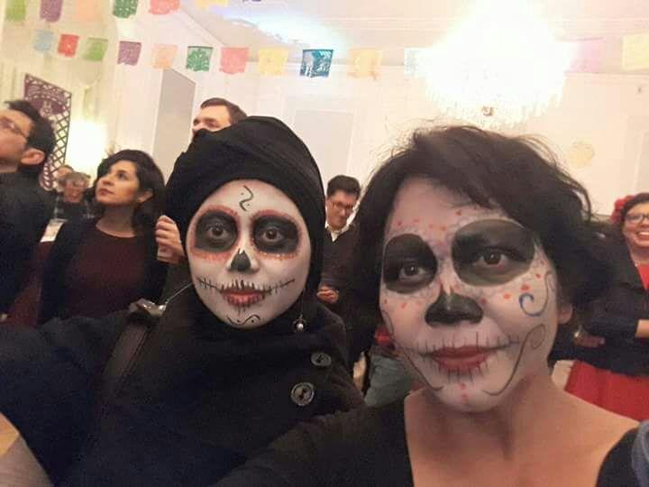 Nurul Friska Dewi (kiri) saat mengikuti Festival Dia De Los Muertos di Meksiko. (Foto: Istimewa)