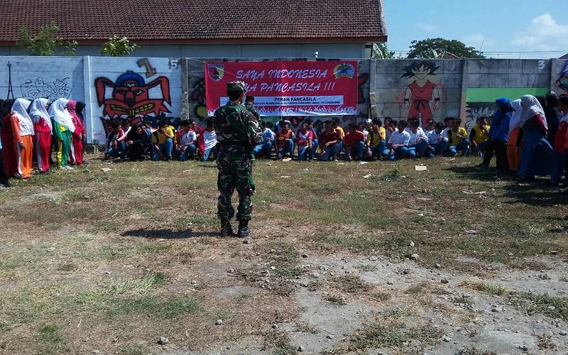 Kodim Nganjuk gelar minggu militer di SMKN Lengkong. (Foto: Istimewa)