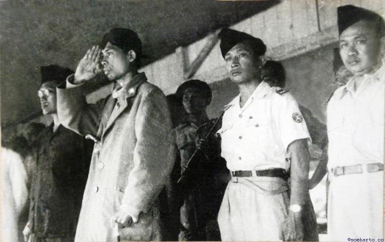 Panglima Besar Jenderal Soedirman Didampingi Letkol Soeharto (Foto Istimewa)