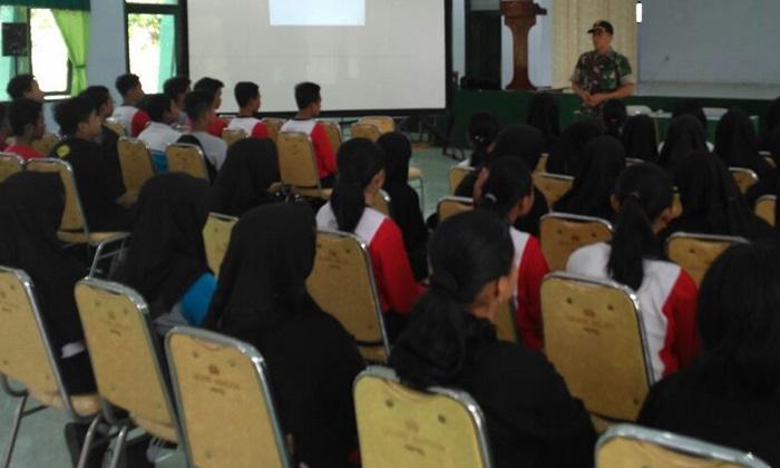 Para Siswa SLTPN 1 Kota Blita saat dapat penjelasan pentingnya Bela Negara (Foto Istimewa/Nusantaranews)