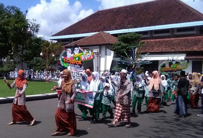 Pawai Hari Santri di Pacitan (Foto Rantelino/Nusantaranews)