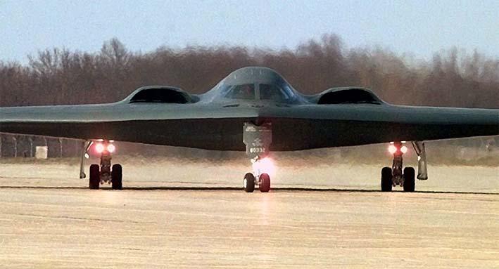 Pembom B-2 AS Mendarat di Pangkalan Rahasia/AP Photo/Cliff Schiappa