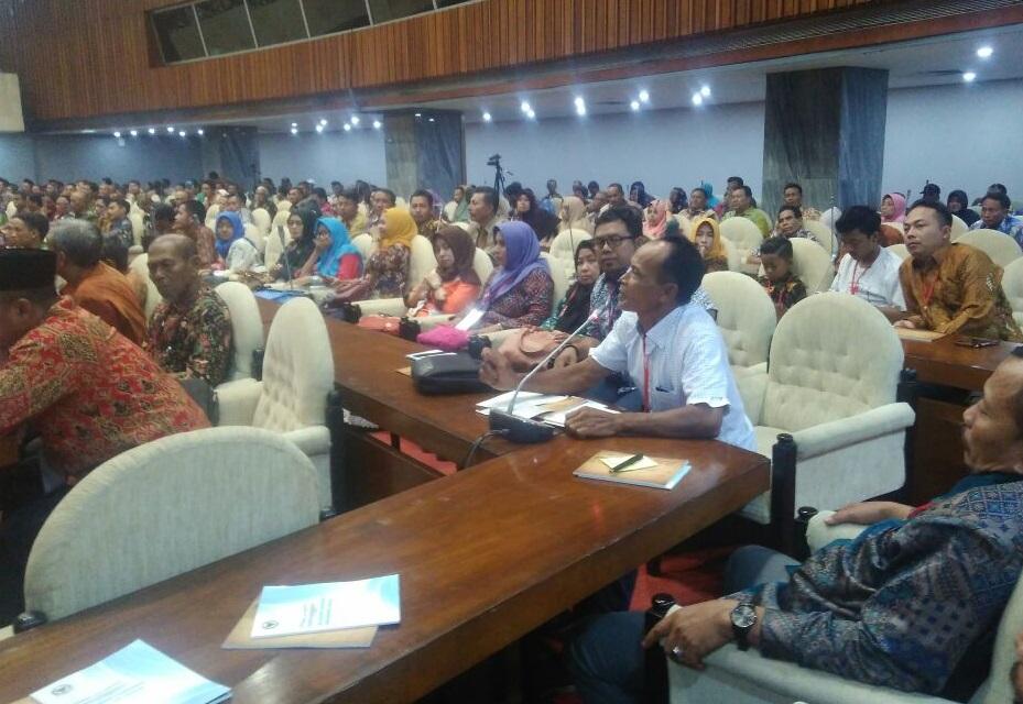 Ratusan petani tebu Lamongan dan Gresik Datangi DPR (Foto: Ucok Al Ayubbi/Nusantaranews)