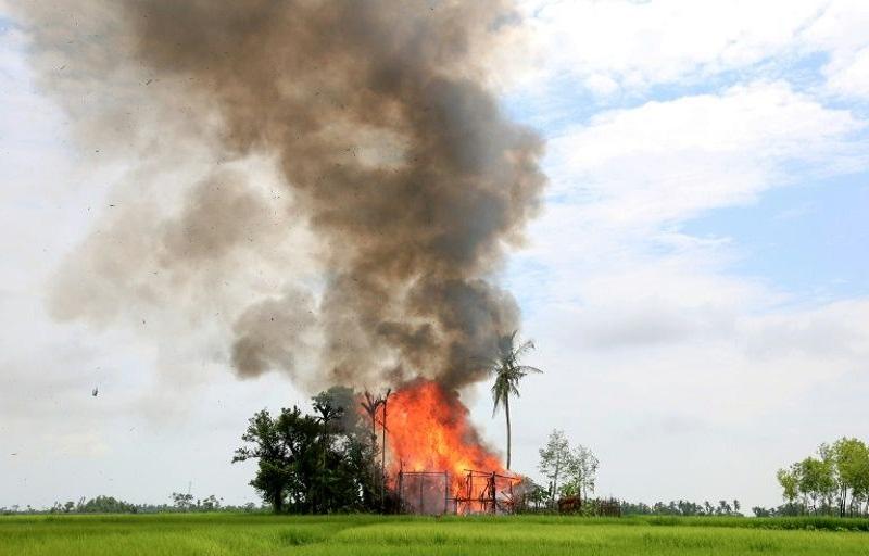 Tanggapan pasukan keamanan Myanmar terhadap serangan-serangan yang dilakukan oleh Arakan Rohingya Salvation Army telah menyapu secara biadab Rakhine State dan PBB memungkinakn tindakan tersebut sebagai aksi pembersihan etnis Muslim Rohingya. (Foto: AFP)