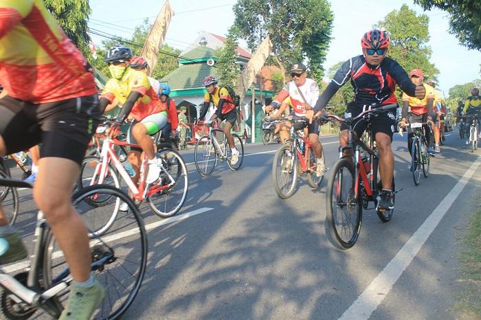 Ratusan Biker ikuti Road Bike 72 Nganjuk. Foto Rantelino/ NusantaraNews