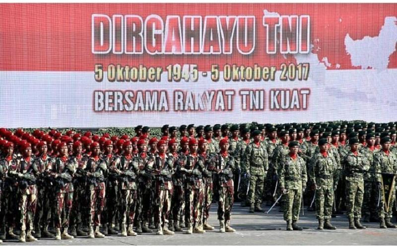 Hari Ulang Tahun (HUT) Tentara Nasional Indonesia (TNI) ke-72 jatuh pada Kamis (5/10). Personel TNI dari berbagai matra dan satuan, baik AL, AU, maupun AD, telah siap. (Foto: Puspen TNI)