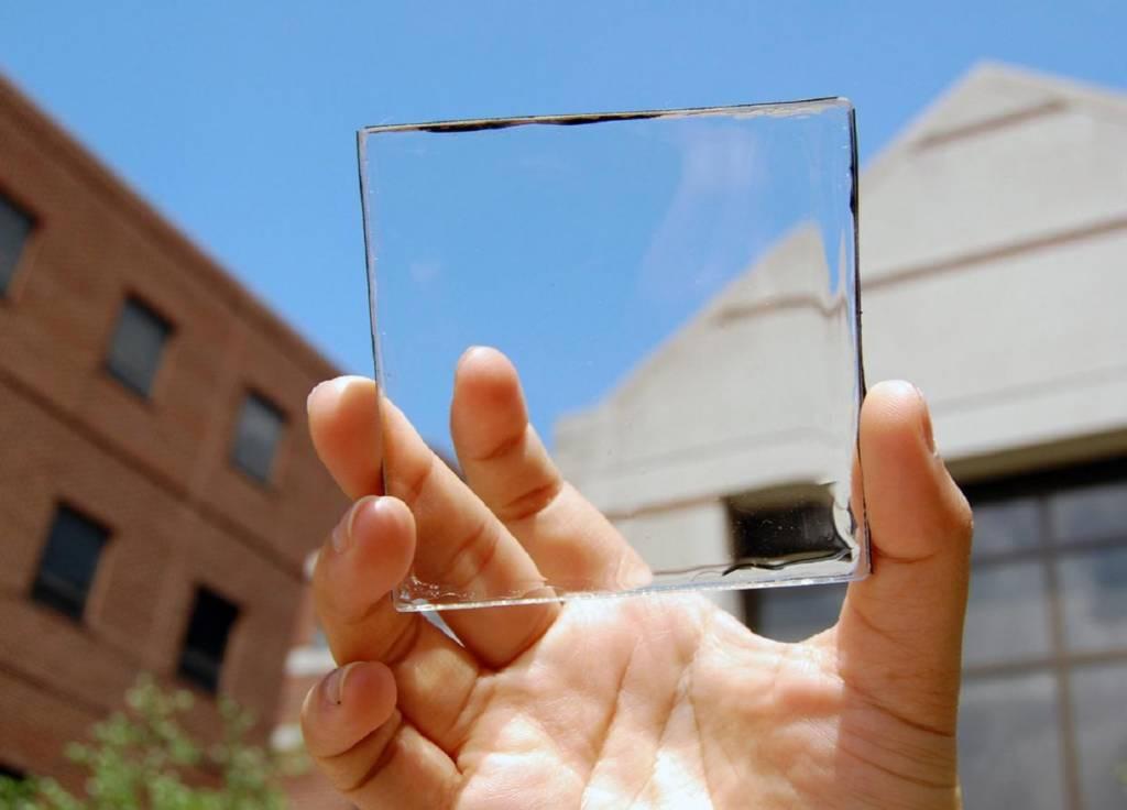Panel transparan bisa digunakan sebagai jendela surya dan menghasilkan listrik. (Foto: Michigan State University)