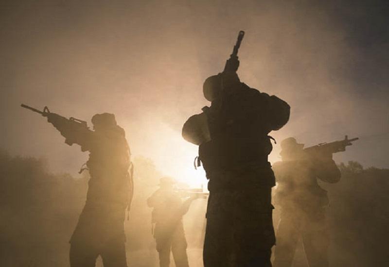 PAsukan Inggris memburu seorang pembom Taliban setelah lolos dari sergapan dalam sebuah seranga fajar dua pekan lalu. (Foto: Getty)