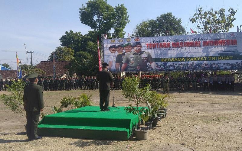 Kodim 0805/Ngawi menggelar upacara HUT TNI ke-72 pada Kamis (5/10/17). (Foto: Wahyu/Istimewa)