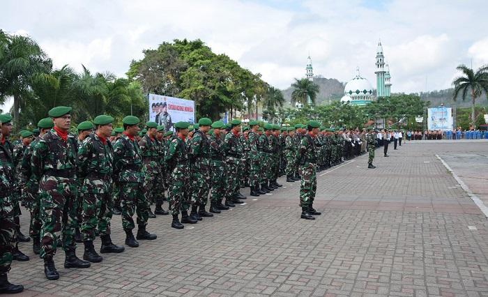 Upacara HUT TNI di Alun-alun Trenggalek. Foto Pendim 0806