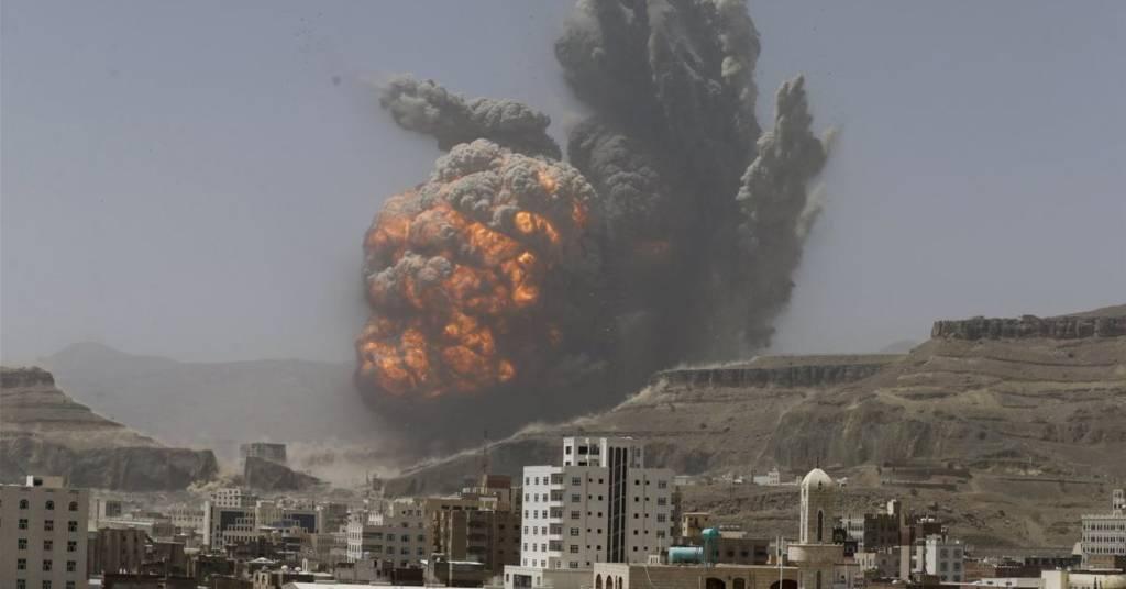 Kepulan asap dari serangan koalisi Arab Saudi di Yaman pada 2015 silam. (Foto: Reuters)