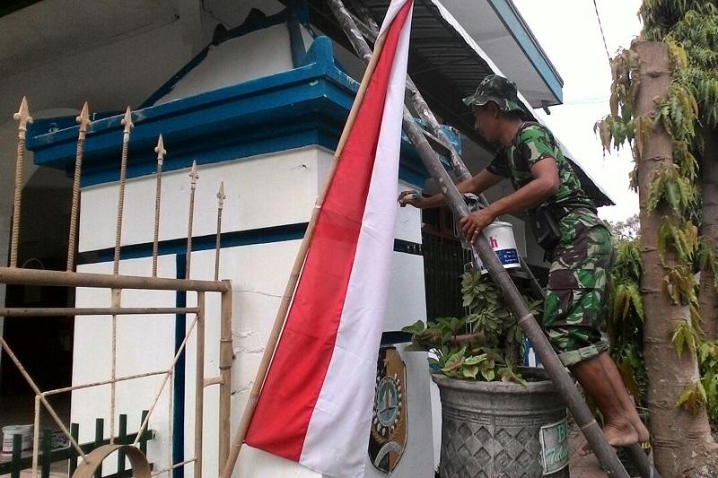Kerja bakti wujud kepedulian TNI kepada masyarakat. (Foto: Dok. Dim/Istimewa)
