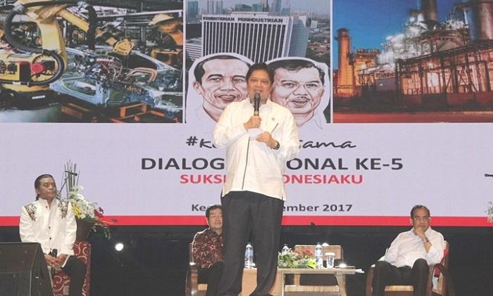 Menperin Airlangga Hartarto saat menjadi narasumber Dialog Nasional Sukses Indonesiaku di PT Gudang Garam Tbk., Kediri, Jawa Timur, Rabu (15/11/2017). Foto: Dok. Humas Kemenperin